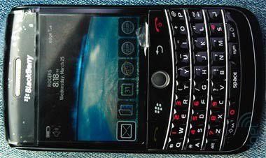 Elegante Mischung aus Bold und Curve: Das neue Blackberry Onyx.