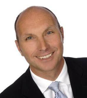 """""""Micro Focus ReUZE eignet sich für Anwender, die sich schon für Windows als zentrale Plattform ihrer Geschäftsprozesse entschieden haben, auch wenn sie Mainframe-COBOL-Anwendungen betreiben"""", erklärt Rainer Downar, Country Manager Micro Focus Central Europe."""