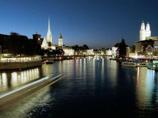 Nachts dürften Angestellte der Stadt Zürich Facebook nutzen - dann aber auf dem privaten PC.