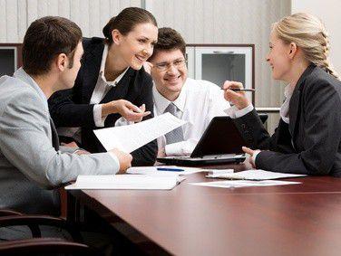 Der kommunikative Informatiker ist immer noch der Idealkandidat der Arbeitgeber. (Foto: Fotolia.com/pressmaster)