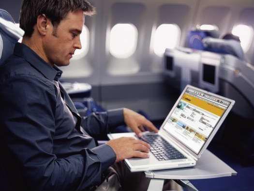 Auf langen Lufthansa-Strecken kann man bald wieder drahtlos ins Internet.