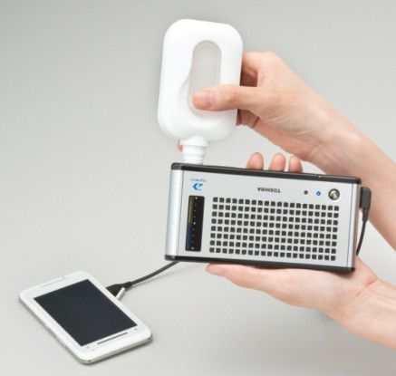 Fast schon ein Muss für den stromfressenden TG01: Das mobile Brennstoffzelle Toshiba Dynario.