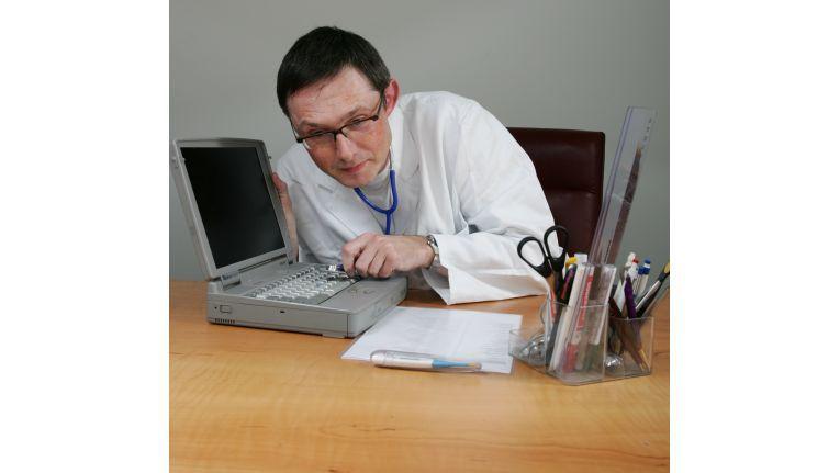 Dr. T. testet das DSL-Angebot von NetCologne. Fotos: Beate Wöhe/NetCologne