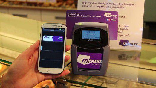 """Bezahlen per NFC mit dem Smartphone: Die digitale Geldbörse """"O2 Wallet"""" testet Telefónica derzeit in einem sogenannten Friendly-User-Test gemeinsam mit den Kunden."""