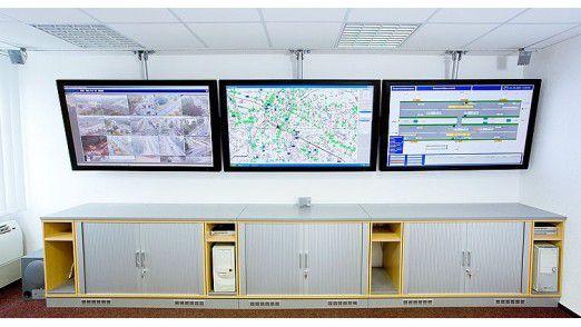 Die LCD-Monitore in der Verkehrsleitzentrale (VLZ) Dresden.