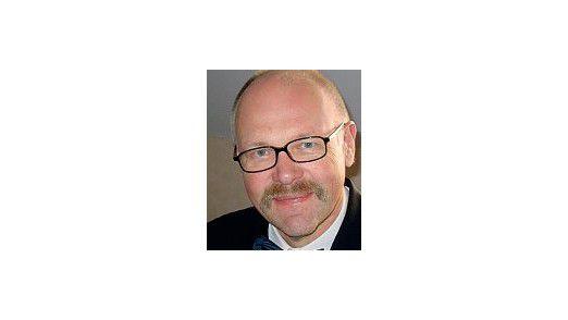 CRM-Experte Wolfgang Martin hat in die Glaskugel geschaut. Er weissagt, dass sich die wichtigsten CRM-Trends von 2009 im Jahr 2010 verstärken werden. Es sind: CRM on Demand, Customer Intelligence und die Verbindung von CRM mit Web-2.0-Konzepten.