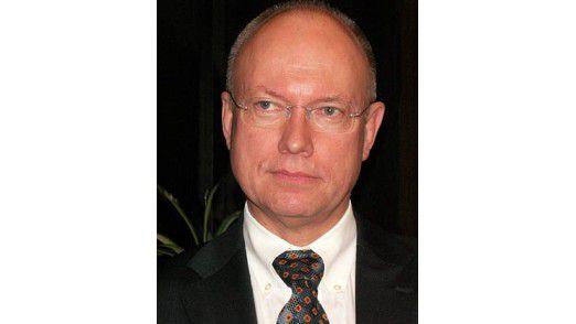 Hans-Bernhard Beus, Staatssekretär des Bundesinnenministeriums und Beauftragter der Bundesregierung für Informationstechnik verteidigt die Aufstockung von IT-Personal für die Ressorts.