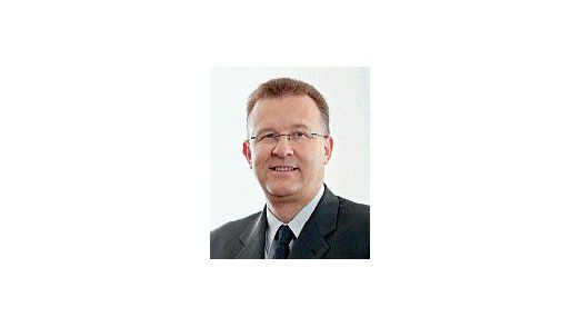 Claude Roeltgen arbeitet seit 1982 in der IT-Branche, zunächst als Programmierer, später als Projektleiter. Der Luxemburger war als CIO bei verschiedenen Banken in Luxemburg tätig. Heute leitet er den IT-Bereich der Banque LBLux, einer Tochter von BayernLB und Helaba.
