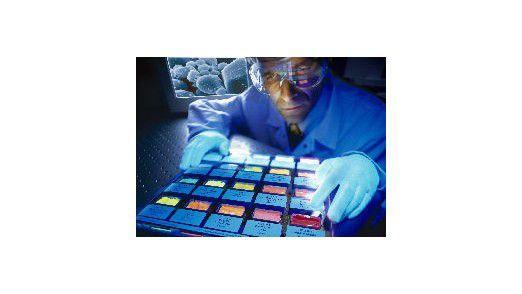 Nanotechnologie bei Bayer MaterialScience: Mit fluoreszierendem Pulver sollen medizinische Diagnosen sicherer werden.