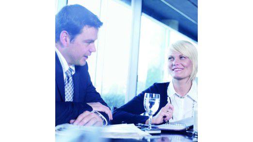 Wer beim Netzwerken gezielt nach einer neuen Stelle sucht, sollte auf typische Fragen vorbereitet sein, etwa zu Lebenslauf oder Gründen für den Jobwechsel.