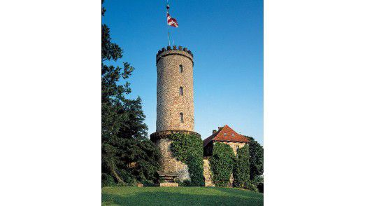 Eine Festung, die heute niemandem mehr den Zutritt verwehrt: die im 13. Jahrhundert erbaute Sparrenburg, das Wahrzeichen Bielefelds.