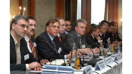 Premiere im Düsseldorfer Steigenberger Hotel: CIOs geben eine Pressekonferenz.