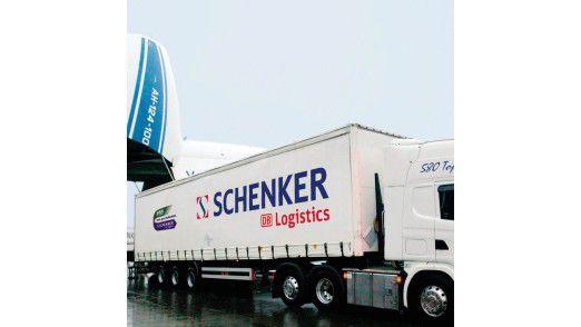 Spezialist für alle Wege: DB Schenker transportiert über Land, Luft und Wasser.