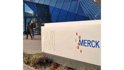 Merck hat als erstes global operierendes Unternehmen der Pharma- und Chemie-Branche eine umfassende ISO-Zertifizierung abgeschlossen.