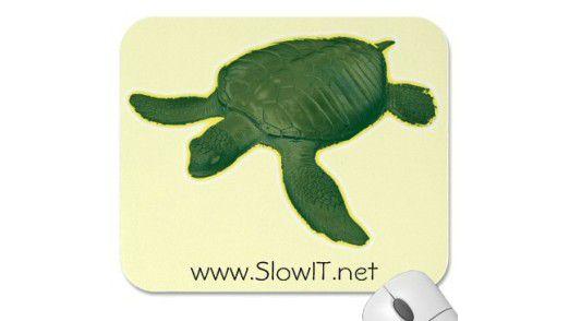 """""""Mach' es wie die Schildkröte"""" soll dieses Mousepad wohl sagen. Dann wird man bestimmt auch 150 und kippt nicht als 50-Jähriger mit Herzinfarkt ins Grab."""