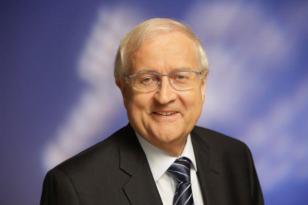Die ITK-Industrie in Deutschland könne dazu beitragen, den zentralen Herausforderungen des 21. Jahrhunderts besser zu begegnen, meinte Wirtschaftsminister Rainer Brüderle auf dem vierten IT-Gipfel am Dienstag in Stuttgart.