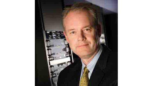Juniper-CEO Kevin Johnson drängt es in virtuelle Netze. Mit der neuen Virtualisierungsstrategie will er Cisco Marktanteile abjagen.