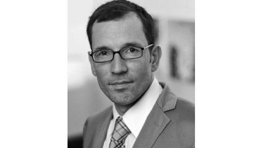 Prof. Dr. Hendrik Schneider von der Universität Leipzig setzt sich mit Wirtschaftskriminalität auseinander.