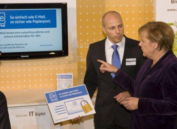 1&1-Vorstand Jan Oetjen (WEB.DE, GMX) im Gespräch mit Bundeskanzlerin Merkel.