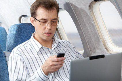 Grundsätzlich ist das Surfen über den Wolken nun möglich - jede Airline muss aber ihre Flotte gesondert prüfen, ob ihre Maschinen über störsichere Technik verfügen.