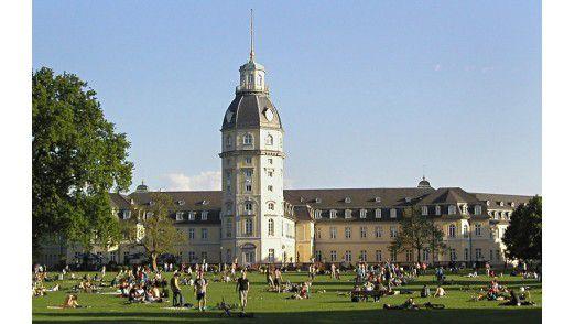 Die Stadt Karlsruhe hat nicht nur ein schönes Schloss, sondern auch noch zwei gute Informatik-Ausbildungsstätten - KIT und Hochschule.