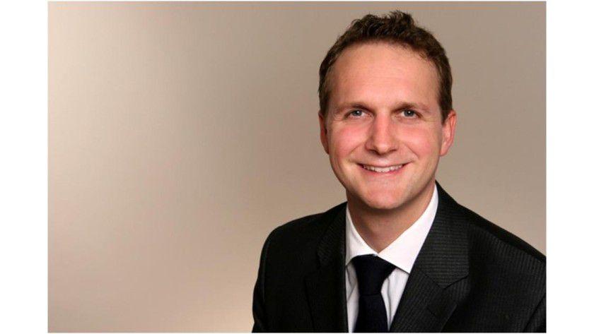 Jan-Marek Pfau von Kienbaum zeigt die Umfrage, dass Unternehmen IT-Spezialisten attraktive Bedingungen bieten müssen.