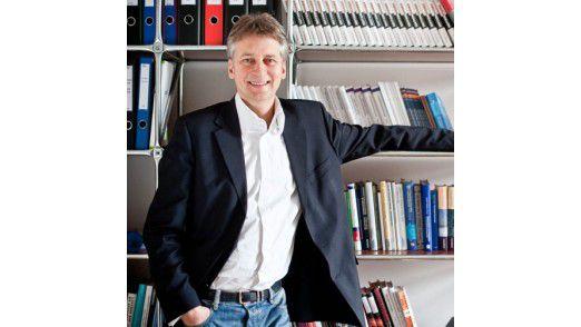 """Thomas Schildhauer Direktor, Institute of Electronic Business: """"Mit einem Crowdsourcing-Tool hat der CIO eine Art Seismografen an der Hand."""""""