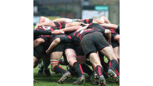 """Scrum bezeichnet einen Spielzug im Rugby - aber auch eine Methode der """"agilen"""" Softwareentwicklung."""