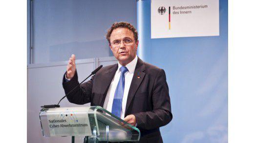 Bundesinnenminister Hans-Peter Friedrich wird auf der Cebit 2012 die Preise verteilen.