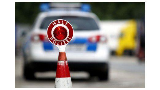 """""""Halt, Polizei!"""" In NRW haben die Polizisten bald Tablet-PCs mit einer App für Verkehrskontrollen dabei."""