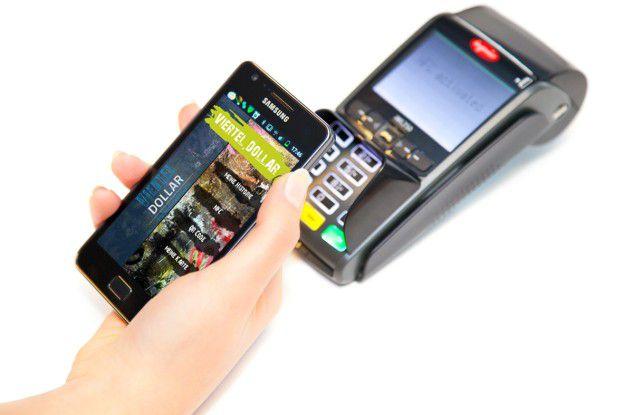 So sieht das Zusammenspiel zwischen Smartphone-App und Kassenterminal aus.