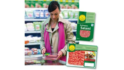 Kundin bei der Begutachtung der Ware: Die Westfleisch-Gruppe will mit einer eigenen App auf Basis von IBM Informix zur Aufklärung beitragen.