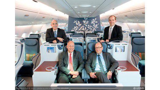 Dekkers, Burgala, Schoonjans und Romare in der First Class des A350 (im Uhrzeigersinn). Die Version A350-900 mit ihren 66 Metern Länge haben die Kunden bislang am häufigsten bestellt. Listenpreis: 288 Millionen Dollar.