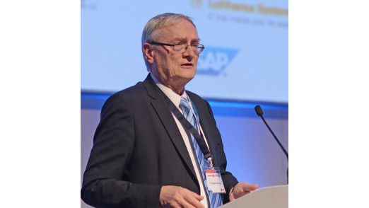 August Hanning, Präsident des Bundesnachrichtendienstes a.D., auf den Hamburger IT-Strategietagen.
