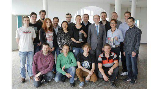 """Die Mitarbeiter der Hohenstein Institute vergaben für die Teams vom IT-Support und der Software-Entwicklung Bestnoten. Dafür wurden diese mit dem """"IT Excellence Benchmark (ITEB)"""" ausgezeichnet."""