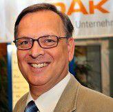 Die DAK - Unternehmen leben hat mit Dr. Anselm Schultze ein BI Competence Center verwirklicht. Hier bündeln sie Informationen über Behandlungspfade aus Krankenhäusern und Arztpraxen.
