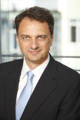 Joachim Philippi ist Bereichsvorstand Cross Industry Solutions bei Steria Mummert Consulting. In dieser Rolle verantwortet er alle branchenübergreifenden Solution Center des Unternehmens.