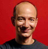 Echte Läden vor Ort zu eröffnen, gehörte bisher noch nicht zum Programm von Amazon-Chef Jeff Bezos. Das könnte sich nach bisher noch nicht bestätigten, aber nicht unwahrscheinlichen Gerüchten nun ändern.
