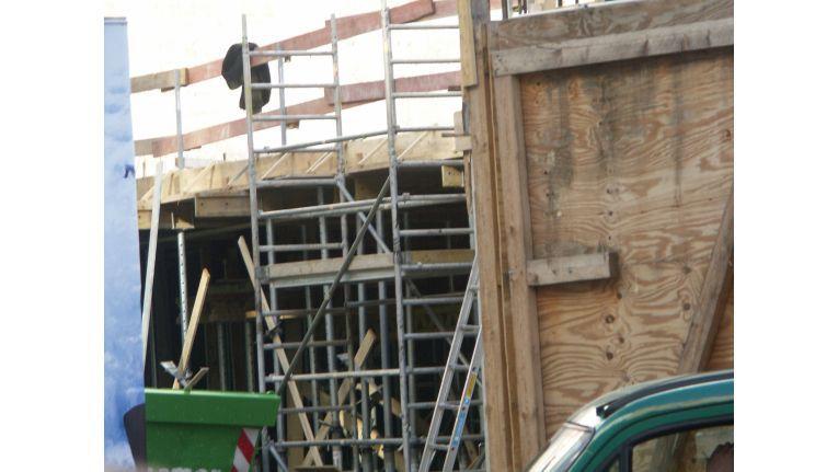 Manches Wohnobjekt verträgt eine Sanierung. Doch Modernisierungsmaßnahmen beschäftigen häufig die Gerichte.