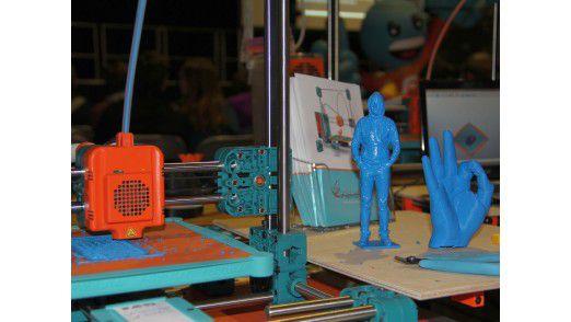Erzeugnisse eines 3D-Druckers aus ABS-Kunststoff.
