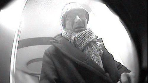 Mit Fahndungsfotos sucht die Polizei nach Mittätern des großen Kreditkartenbetrugs vom Februar. 2013