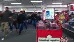 PS4-Verkauf: Massenschlacht bei Media Markt - Foto: Screenshot Youtube / MajinDub