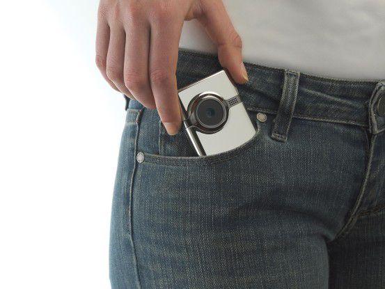 Der Flip Mino HD hat in etwa Handygröße.