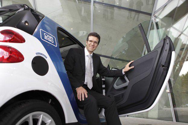 Daimler-IT-Chef Michael Gorriz in einem der rund 4000 car2go-Smarts.