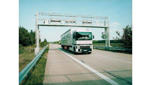 Kontrollbrücke von Toll Collect für die Lkw-Maut