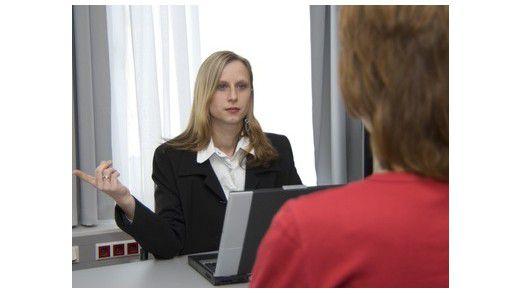 Bei der Entscheidung für einen Arbeitgeber vertrauen Bewerber sehr auf die Meinung von Personen, die bereits im Unternehmen arbeiten.