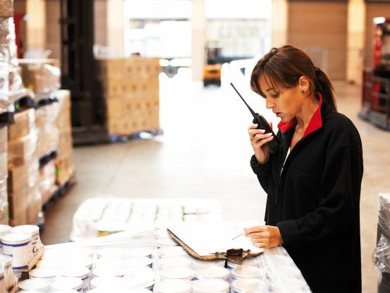 Mitarbeiterin von LSG Sky Chefs bei der Warenannahme (Foto: LSG Sky Chefs)
