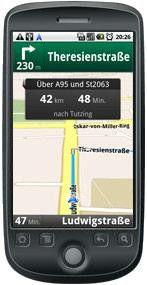 Bei der Navigation von Google Maps werden die Karten über das Internet geladen.