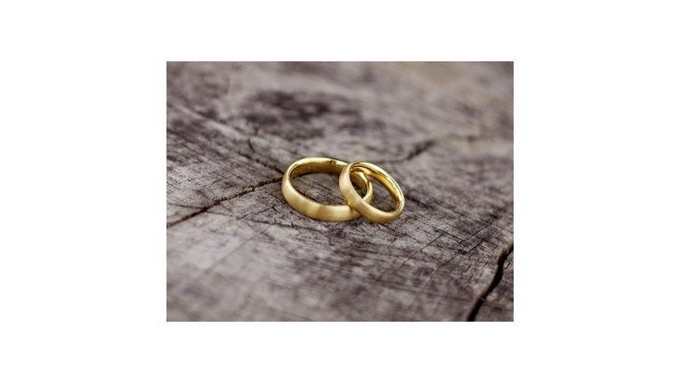 as Einkommensteuergesetzt sieht die Zusammenveranlagung von Ehegatten als Regelfall vor.