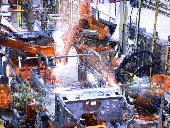 Kuka-Roboter sind häufig im Automobilbau zu finden.